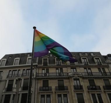 Lever de drapeau LGBT+